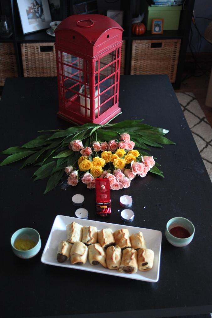 Table Decor and Sausage Rolls, British Dinner Party | Stile.Foto.Cibo