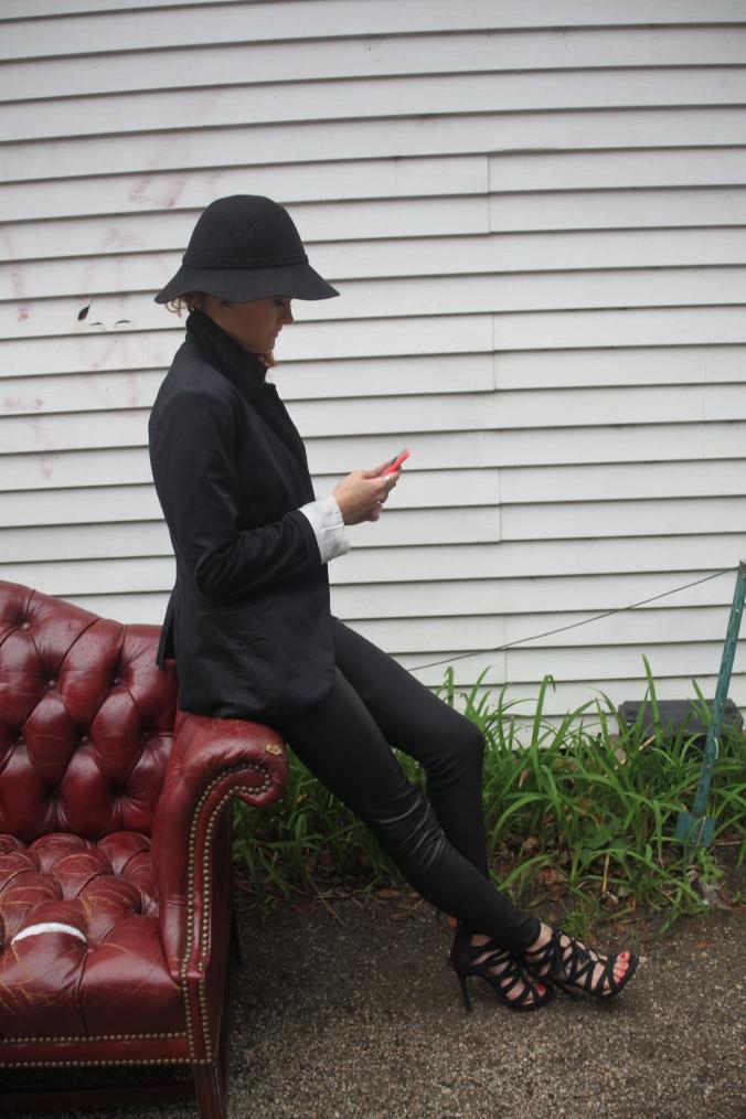 Target blazer, DSW hat, Sam & Libby Heels | Stile.Foto.Cibo