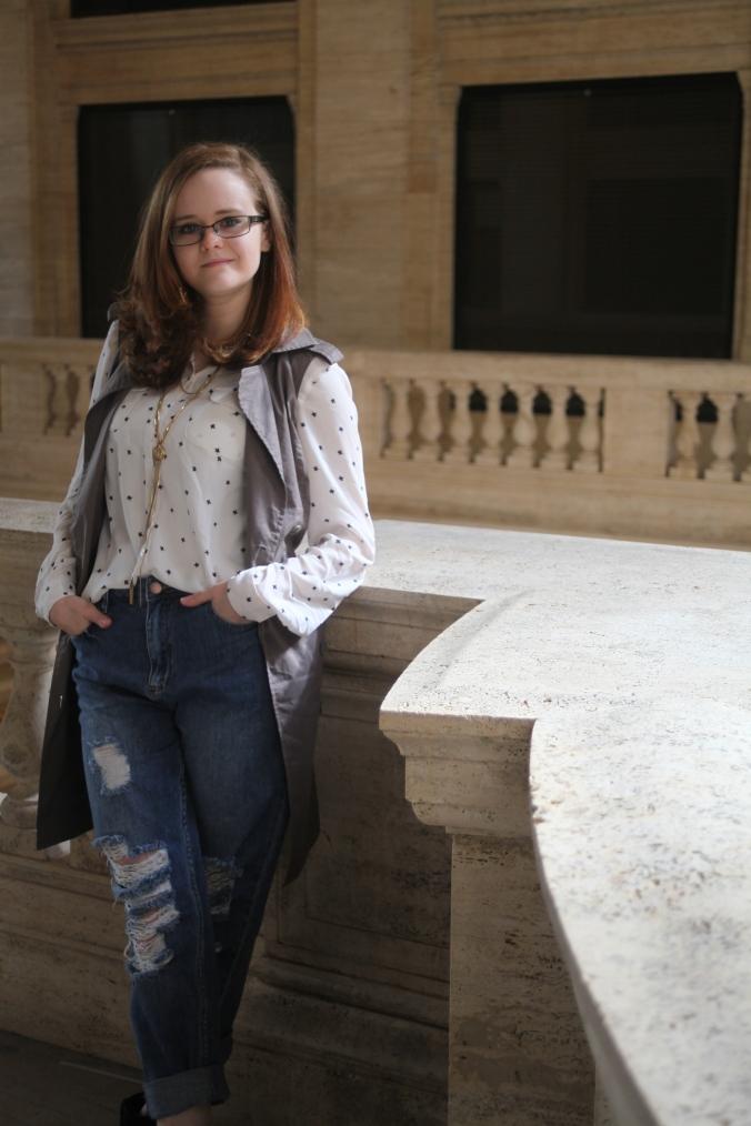 LOFT blouse, Ann Taylor trench vest, Forever 21 Boyfriend jeans | Stile.Foto.Cibo
