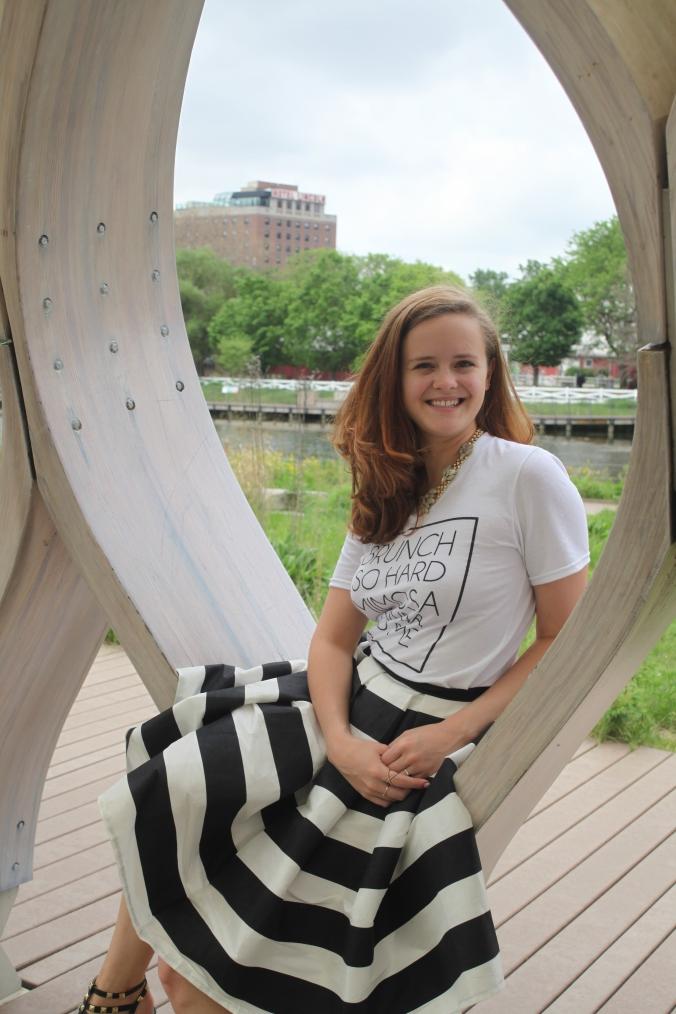 Striped Skirt & Graphic T   Stile.Foto.Cibo
